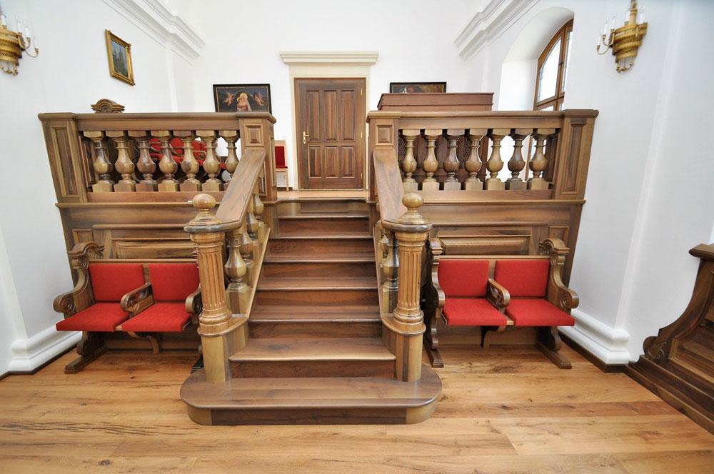 Kirchenmobilar aus Holz