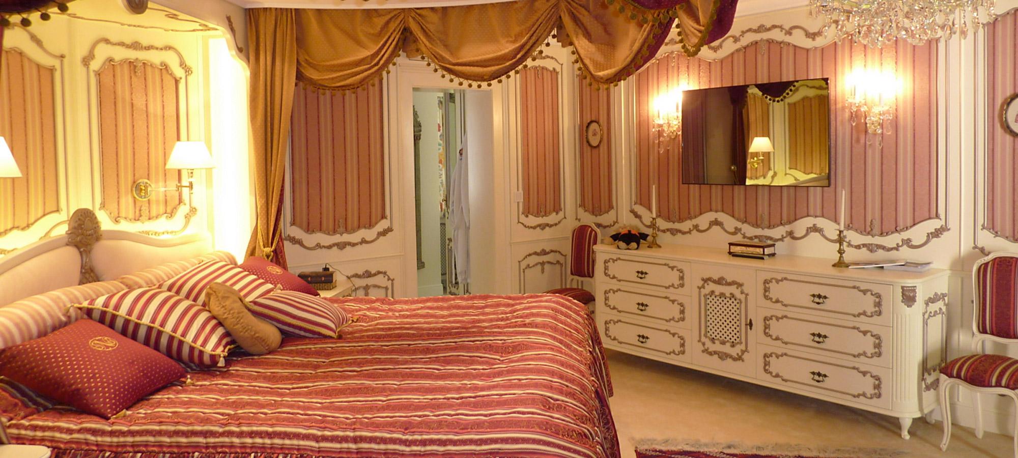 exklusives Schlafzimmer aus Holz