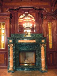 edler Holzkamin für Herrenzimmer