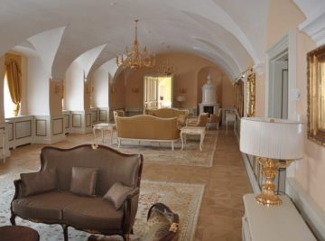 Mobilar für Luxussuiten im Schloss Thalheim